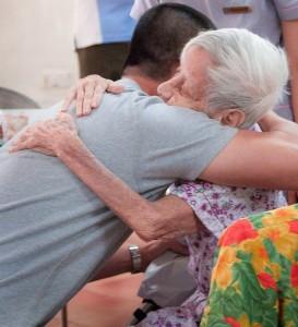 abrazo_mayores