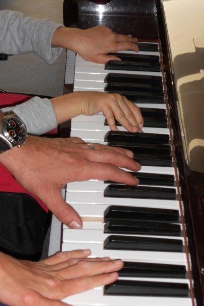 manos piano2
